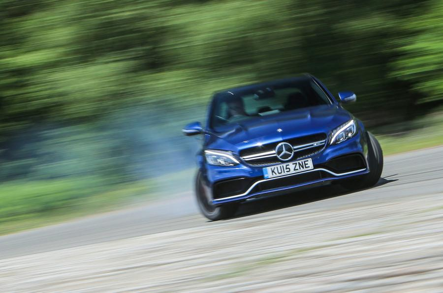 VIDEO Mercedes-AMG C 63 S Coupe își face de cap pe circuitul Ascari