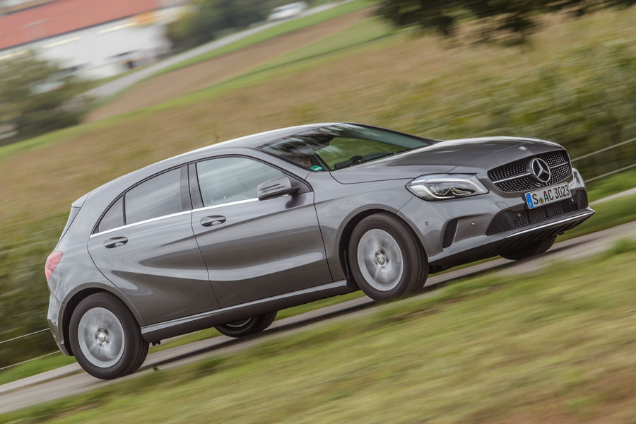 test-mercedes-benz-a180-a3-118i-9