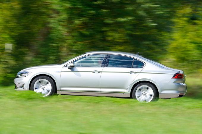 comparison-test-Mercedes-C350e-vs-VW-Passat-GTE-13