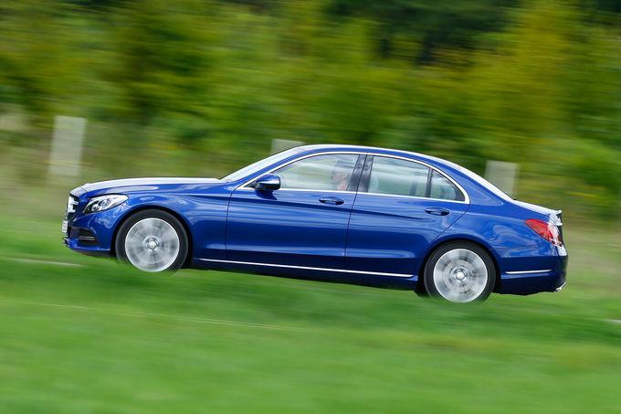 comparison-test-Mercedes-C350e-vs-VW-Passat-GTE-22