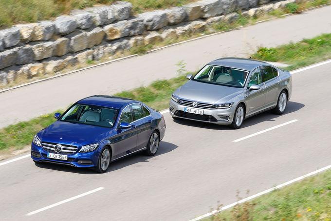 Prima comparație Mercedes C 350e vs VW Passat GTE