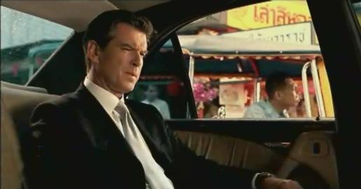 James Bond dă Mercedes-ul pe o ricșă într-o reclamă amuzantă