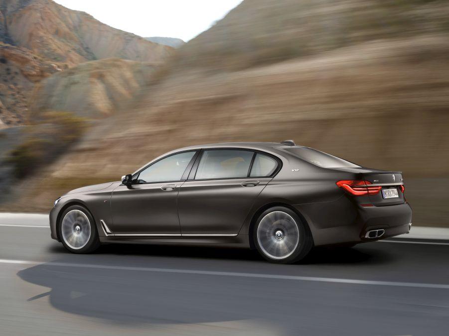 BMW 760Li xDrive: un nou rival pentru Mercedes-Benz S 600