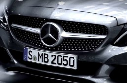 E abia începutul – Mercedes-Benz C-Class Cabrio apare în clip promoțional