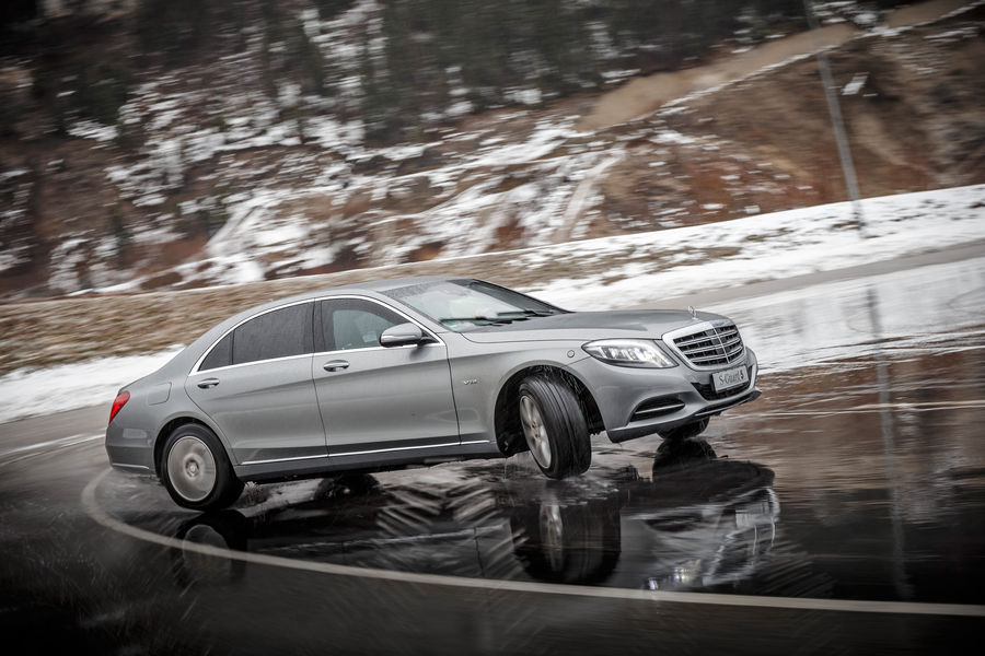 Eroul blindat. Mercedes-Maybach S 600 Guard testat la limită