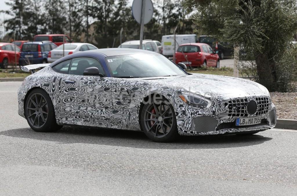 Mercedes-AMG GT-R cu 600 CP. GT3 în versiune de stradă, spionat din nou