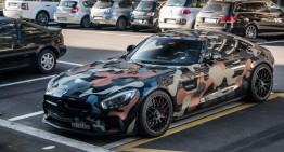 Soldatul Mercedes-AMG GT S pleacă la război în camuflaj milităresc