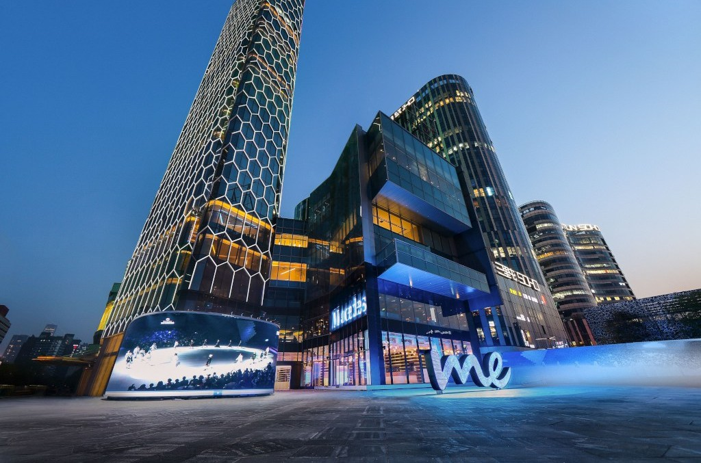 Cel mai mare magazin 'Mercedes me' din lume s-a deschis în China