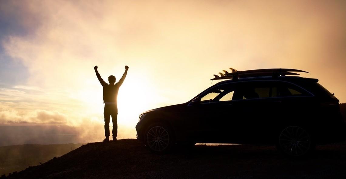 Alergînd după valuri – O călătorie inedită la bordul unui Mercedes-Benz GLC