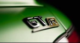 Lewis Hamilton caută Bestia Verde AMG GT R în junglă – Dar cine pe cine vânează?
