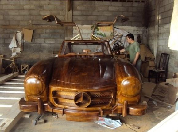 Un Mercedes 300 SL Gullwing a fost construit în întregime din lemn