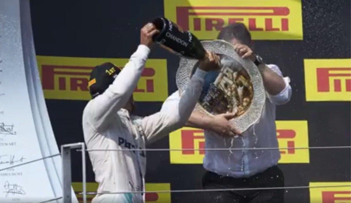 Captain America din Formula 1! Cum să supraviețuiești unui atac cu șampanie pe podium