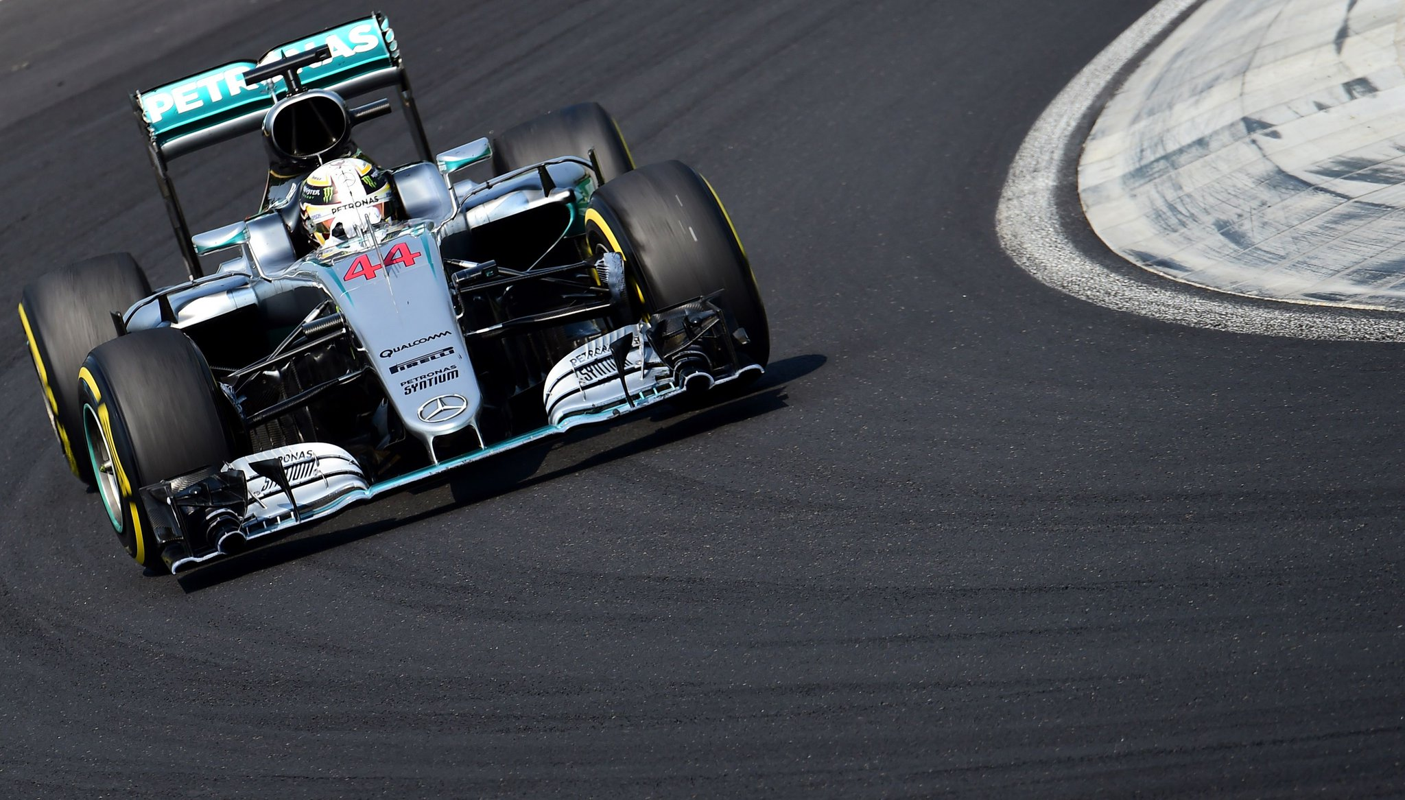 Hamilton wins in Hungaroring (3)