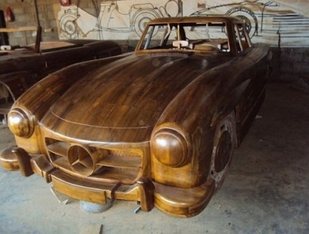 Mercedes 300 SL Gullwing made of wood (1)