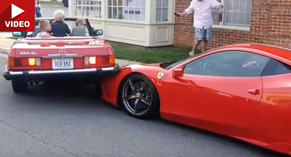 Mercedes SL face praf Ferrari 458 Speciale: Greu de parcat (video)