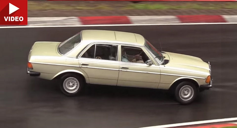 Un Mercedes W 123 clasic face accident pe Nurburgring