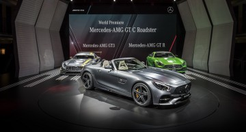 LIVE DE LA PARIS. Mercedes-AMG GT Roadster se bucură de soarele de toamnă