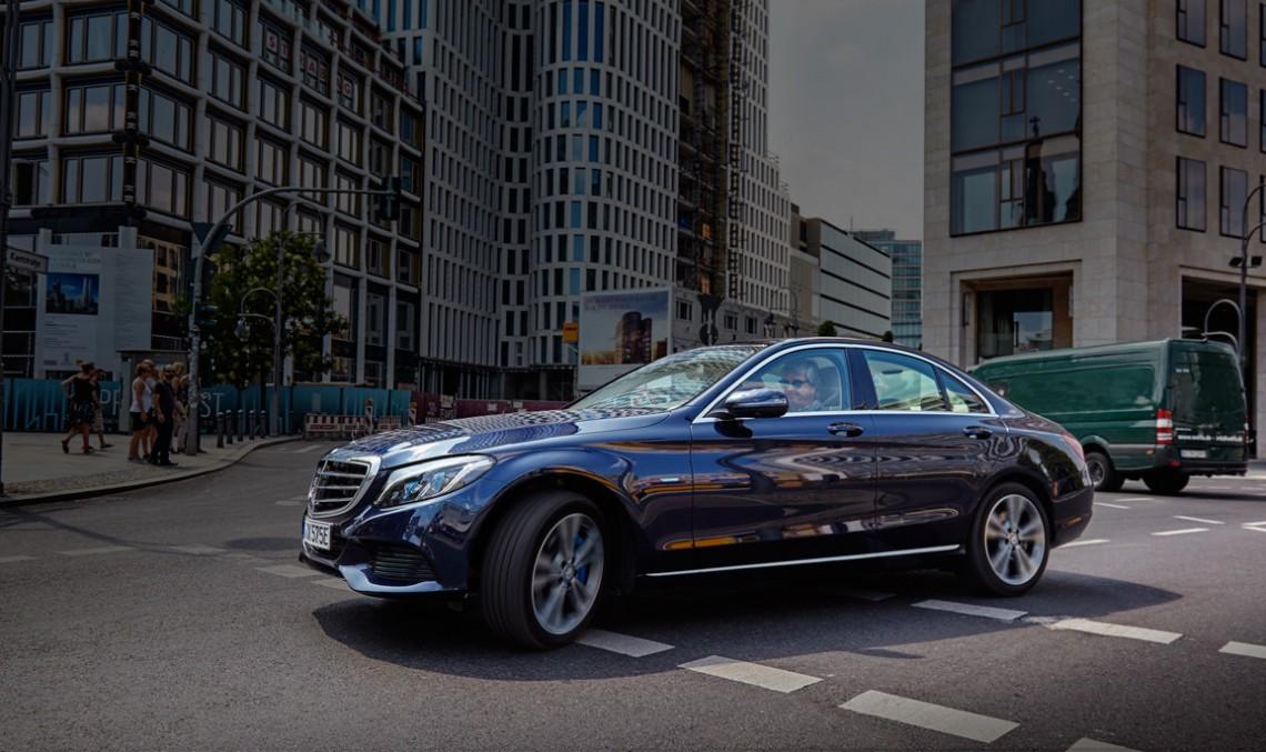 Eco în Berlin cu Mercedes-Benz C 350 e