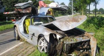 Un Mercedes SLS AMG trimis la fiare vechi de un șofer neatent