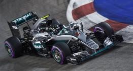 Nico Rosberg câștigă cursa din Singapore și redevine lider