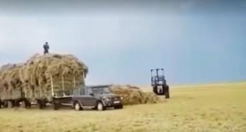 Un altfel de off-road – Mercedes-Benz G-Class tractează trei remorci cu fân