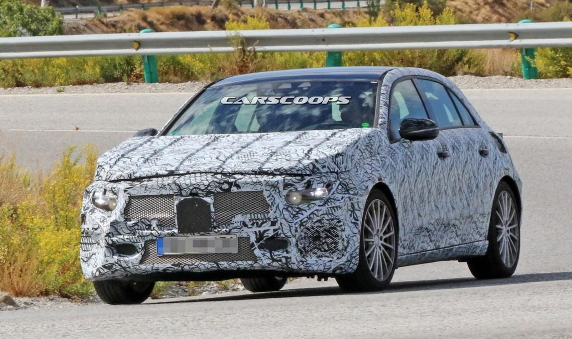 Mercedes A-Class 2018 surprins în versiune A 45 AMG