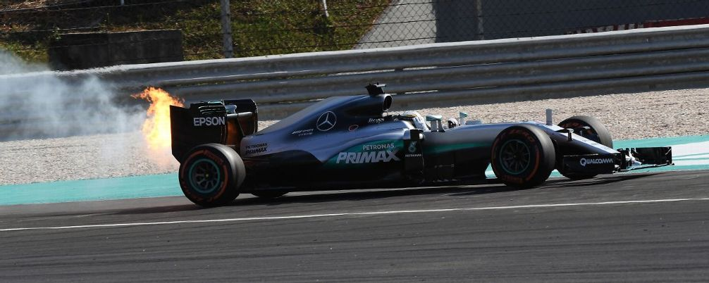 Teoria conspirației – Hamilton îi acuză pe șefii de la Mercedes-AMG PETRONAS că îl sabotează