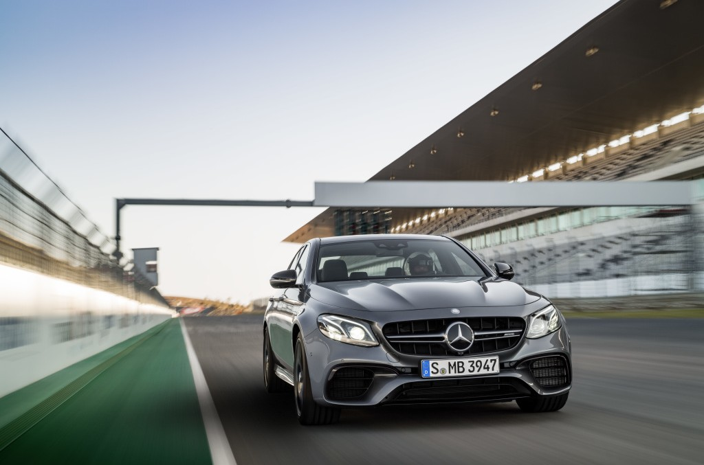 Mercedes-AMG E 63 4MATIC+ atrage privirile pe străzile din Los Angeles