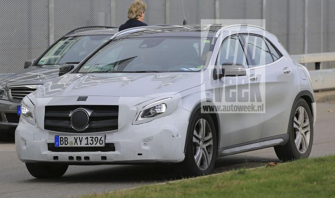 Cele mai recente fotografii spion cu Mercedes GLA facelift