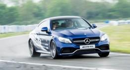 O zi din viața unui cascador la Mercedes-Benz World