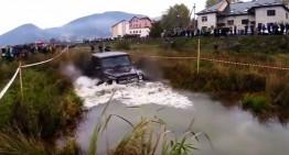 Razna în Ucraina! Un șofer încearcă să facă praf un Mercedes G63 AMG în off-road