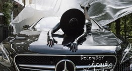 "Calendarul cu mașini Mercedes-Benz 2017: ""She's Mercedes"""
