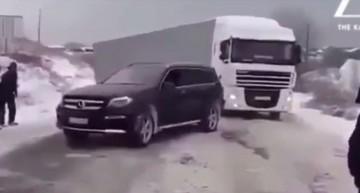 Atotputernicul Mercedes-AMG GLS 63 4MATIC tractează un camion