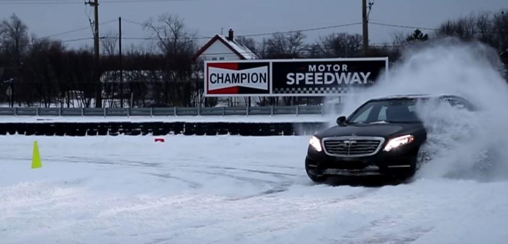 Imprevizibil – Drifturi cu un Mercedes-Benz S-Class 4Matic pe zăpadă
