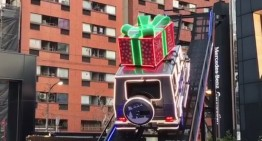 Moș Crăciun vine cu un G-Class!