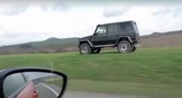 G-Class în off-road depășește o mașină care rulează pe șosea!