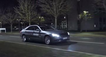 Mercedes-Benz S-Class facelift își arată noile lumini digitale într-un clip impresionant