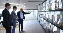 Șeful Dieter Zetsche vizitează echipa de Formula 1 Mercedes-AMG PETRONAS