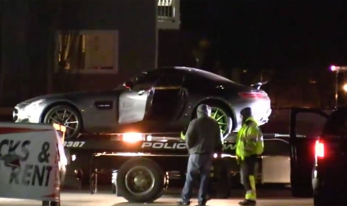 Dispărut în 10 minute și picat într-o secundă! Un Mercedes-AMG GT cade de pe platformă