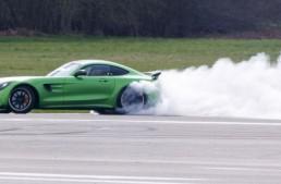 Matt LeBlanc face praf anvelopa unui Mercedes-AMG GT R