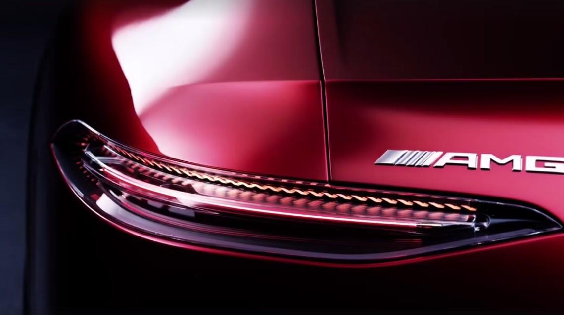 A rămas ceva ce n-au încercat? Mercedes-AMG GT4 apare într-un clip!